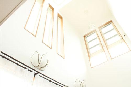 新築2の吹き抜け天井
