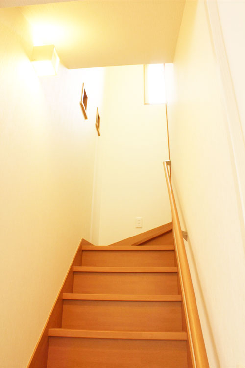 新築2の階段